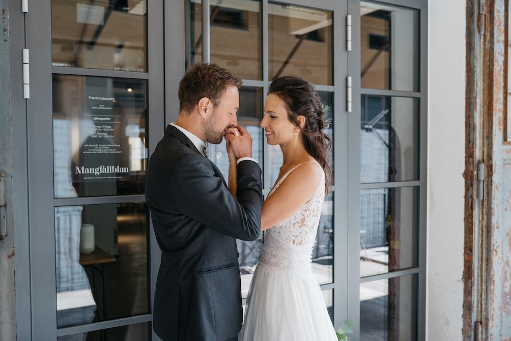 Hochzeitsfotografie - Jutta Sixt Fotografie - Tegernsee - First Look - Paarshooting - Hochzeit am See - Industrial Wedding -Tegernsee - Mangfallblau - Boho - Bohowedding