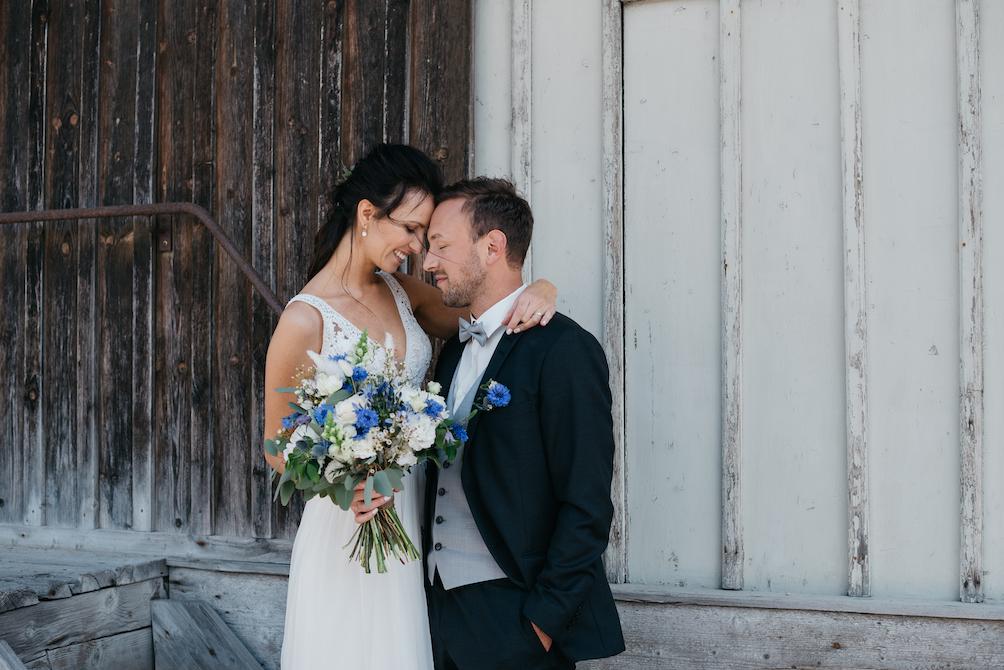Hochzeitsfotografie - Jutta Sixt Fotografie - Tegernsee - Brautstrauss - Paarshooting - Hochzeit am See - Industrial Wedding -Tegernsee - Mangfallblau - Boho - Bohowedding