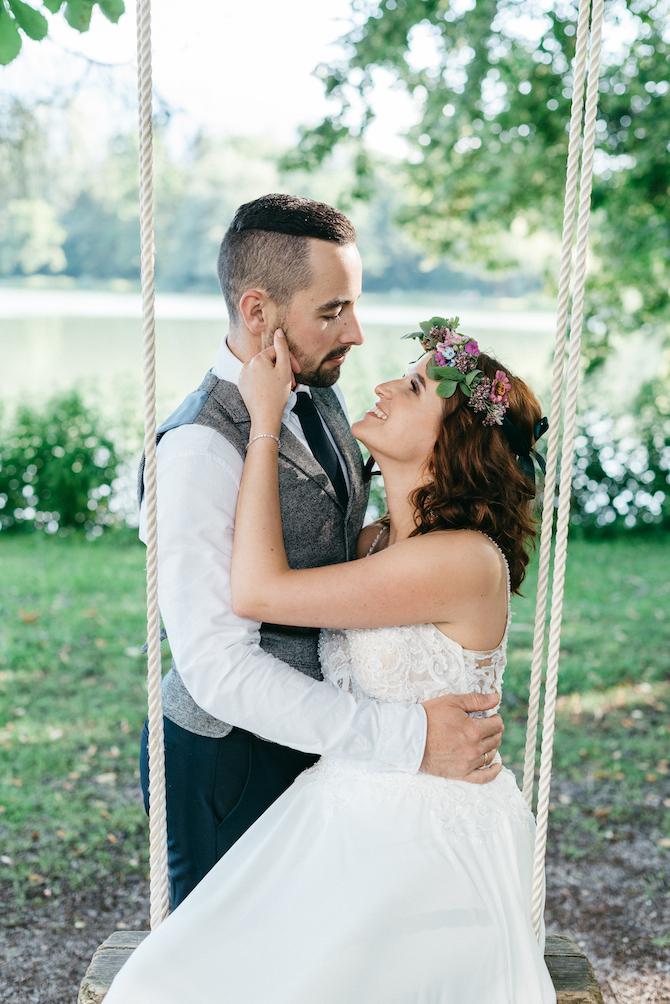 Hochzeitsfotografie - Jutta Sixt Fotografie - Brautstrauss - Brautpaar - Paarshooting - Schlosshochzeit - Hochzeit am See - Boho - Bohohochzeit - Blumenkranz